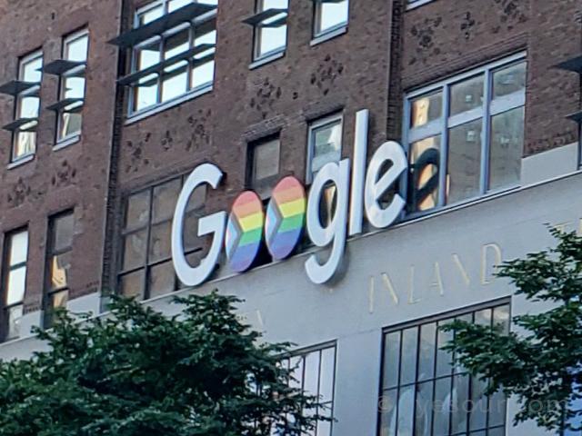 グーグル ニューヨーク ミートパッキングエリア レインボー ロゴ