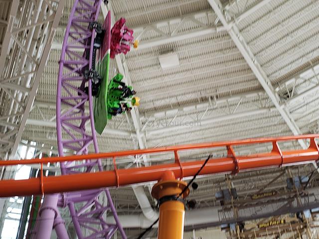 Nickelodeon Nick Universe New Jersey ニコロデオン ユニバース アメリカ ニュージャージー NJ 屋内最大級テーマパーク・遊園地 スケートボード風バイキング