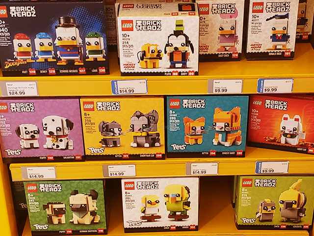 LEGO BRICKHEADZ collections at a lego store.レゴブリックヘッズ